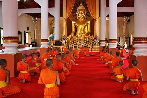 Thailand_Chiang_Mai_Wat_Phra_Singh_Monks