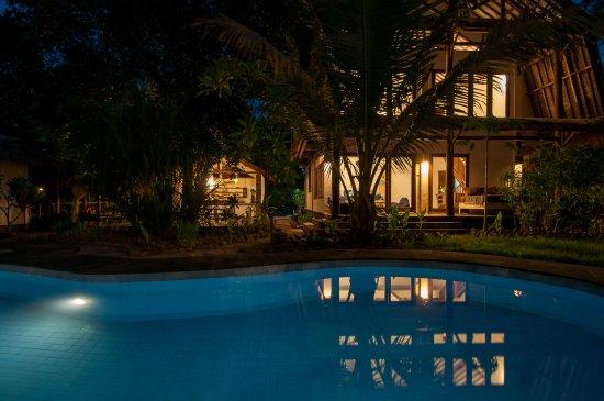 villa-nangka-by-night