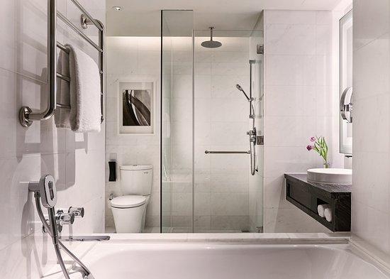bathroom-at-carlton-city